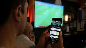 Online Betting Vs. Live Betting: Which Is Better?